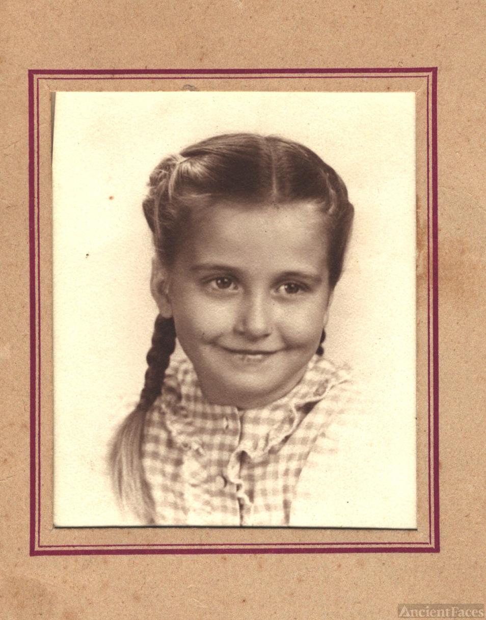 Barbara Tucker, 1945