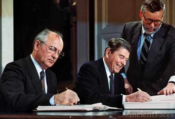 Mikhail Gorbachev & President Ronald Reagan