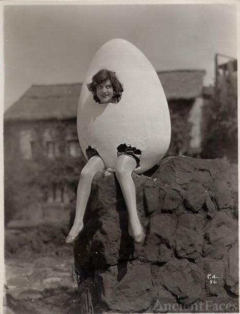 Halloween Egg - 1920's?