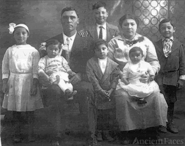 Jose Maria Gil Family