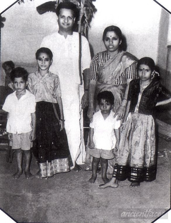 Seshendra Sharma with wife and children/1962