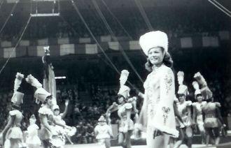 Ingeborg Rhodin and the Circus girls