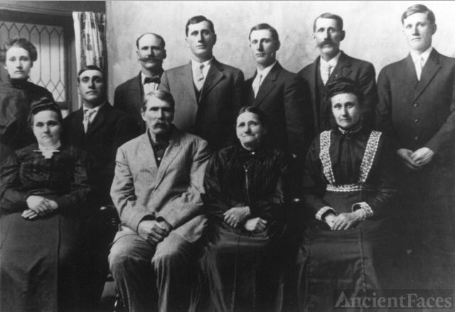 Phillip & Elizabeth Baughman family, 1907