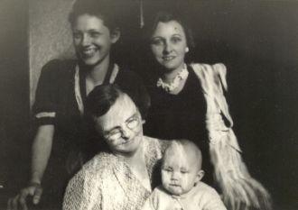 Lorraine Lucas, Anna Carr, Ida Smith, Carole Nelson