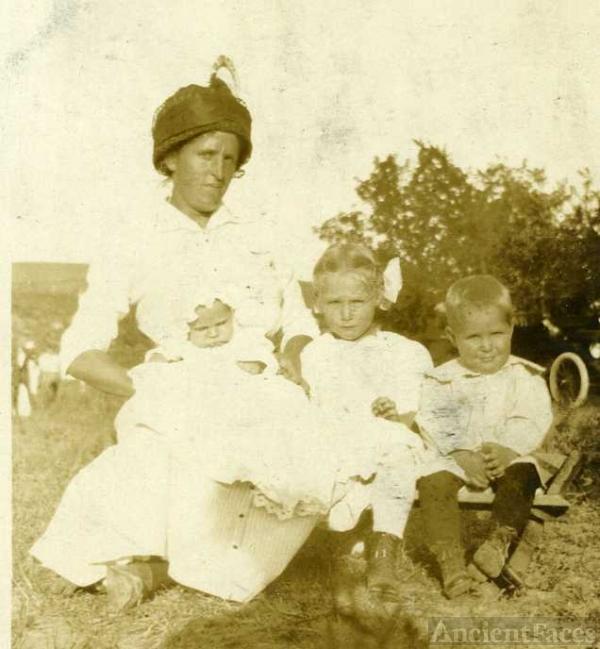 Nancy LaRue Applegate family