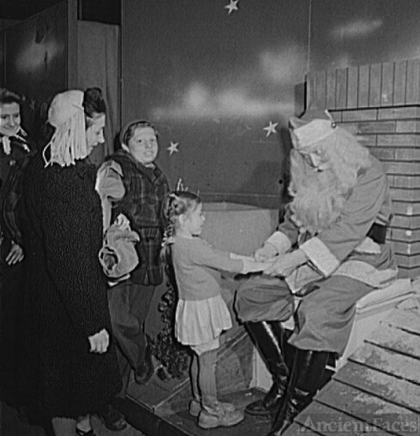 Macy's Santa Claus, 1942