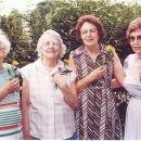 Carrie Hensley & sisters