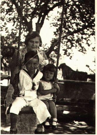 Helen, Carlos V and Shirley