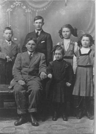 Charles & Oder Loyd Family, Kansas