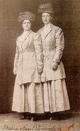 Therdra L (Stonemetz) and Pearl her sister