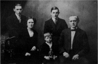 Margaret & George Stephens Family 1918