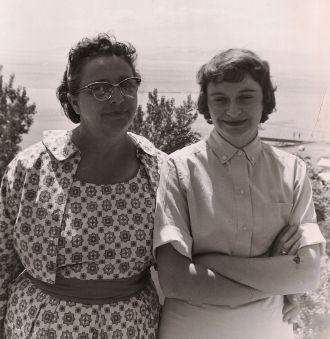 Alice (Brechin) O'Hearn & mother, Vermont