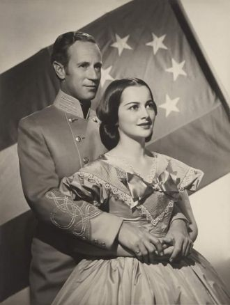 Leslie Howard and Olivia deHavilland