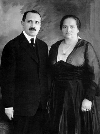 Alexander and Anna (Bader) Siskind, 1917