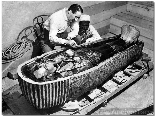 Tutankhamun's tomb discovery - Howard Carter