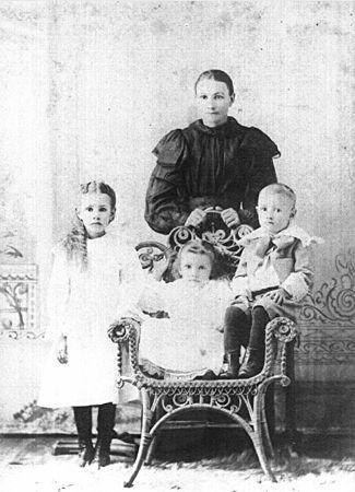 Anna Broddle Jones and children of KS