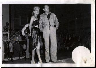 USO - Bob Hope & Frances Langford on Stage