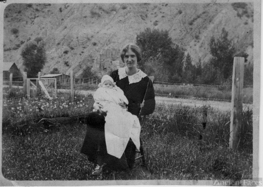 Amelia Robison with Baby Chloe