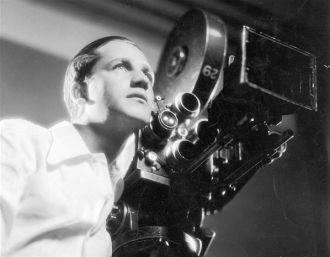 Mervyn LeRoy at the camera