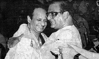 N.T.Rama Rao , Film Star & Chief Minister of Andhra Pradesh felicitates Seshendra Sharma : 1984