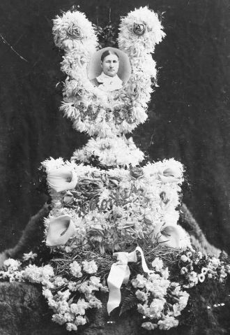 Margaret Quilliam Christian's Funeral Flowers