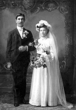 Henry and Magdalena (Robeck) Schmitz, 1904