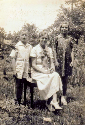 Carl, Laura and Louise Mcduffie