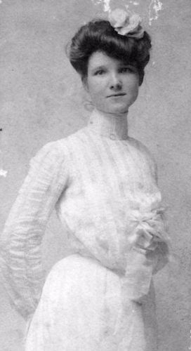 A photo of Myrtie (Leonard) Carter