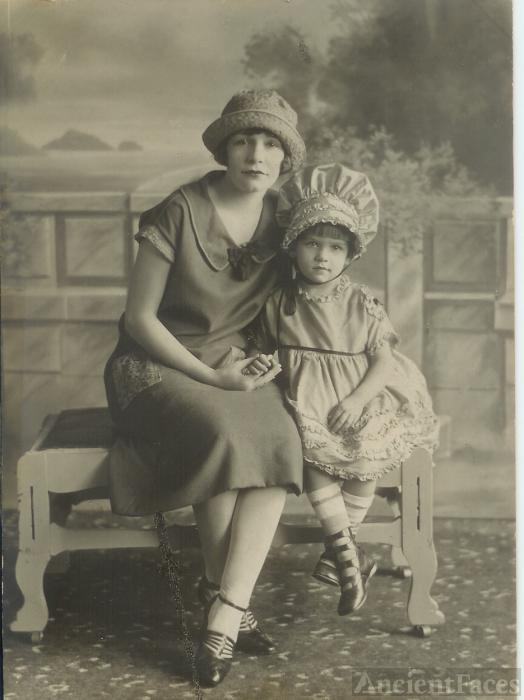 Vena and Fern Jordan, 1924