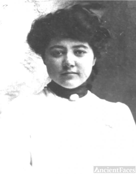 Balbina Yates Gil