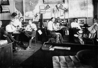 Busy office in 1911