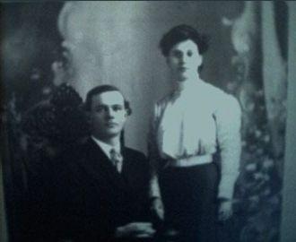 Elbert & Elsie (Enyart) Richardson, 1911