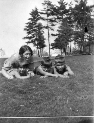 Rouse Woman and Children