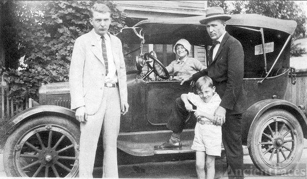 Jewel, Ora, Harrison Jr and Harrison Holcomb Sr