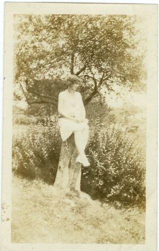 Della {Burnett} Dyer as a young woman