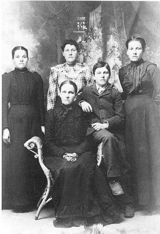 Margaret Edna Amsberry Jinks and Children