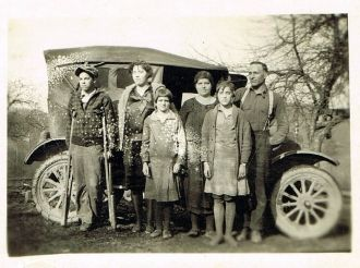 A photo of John Sturgill, Verda Adams Sturgill, Ruth, Chester, Olva, Dub
