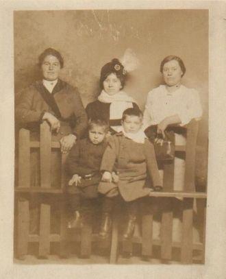 The Farkas Girls, cira 1914