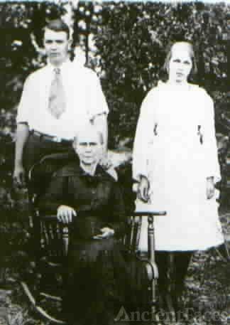 Earl & Ivy Ritchey w/ grandmother Sarah Hutsell