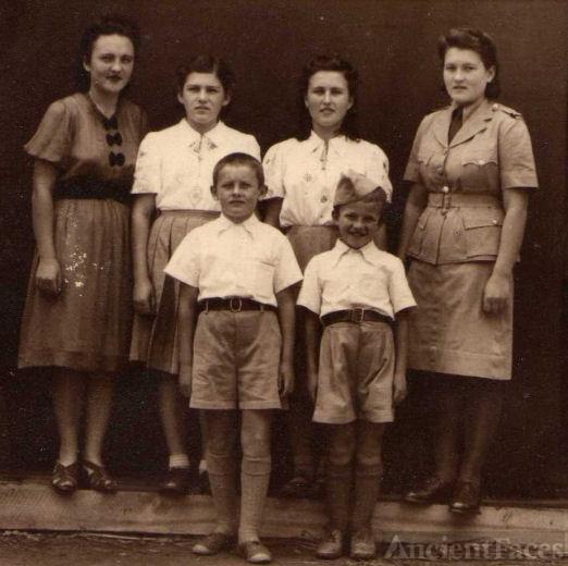 Chlopicki family, Uganda 1946