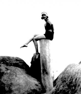 Unknown Girl, beach