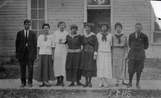 High School graduation class, 1913