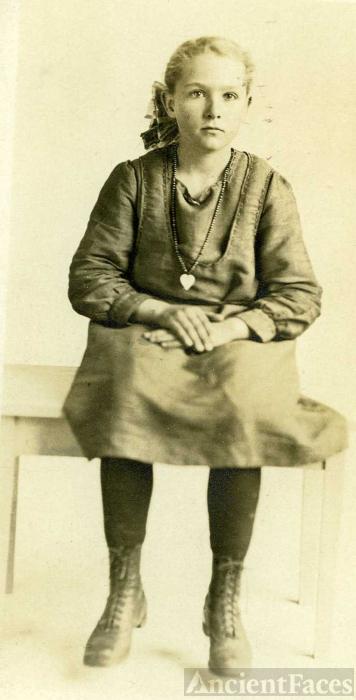 Georgiana Elora (Applegate) Nelsen