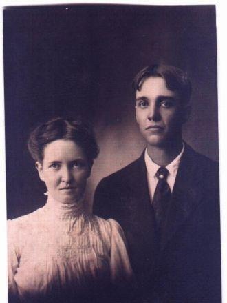 Harold and Mertie Beedles wedding photo