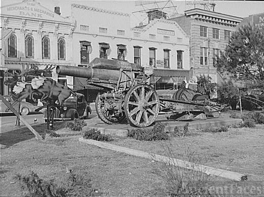 Santa Claus and cannons
