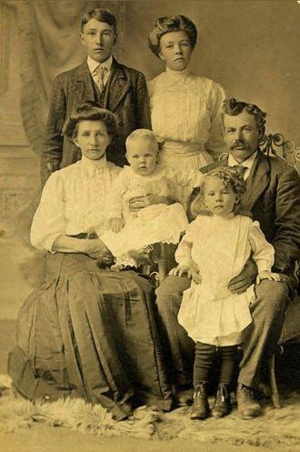 The George H & Anna Lott Family, 1907