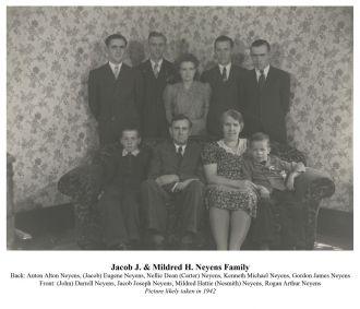 Jacob & Mildred Neyens family 1942