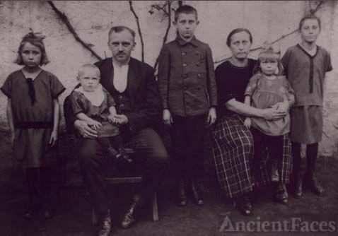 Nikolaus Family