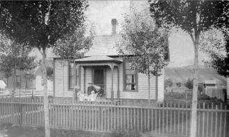 Anna, Hazelle, & Ethel Taylor, 1895 Idaho