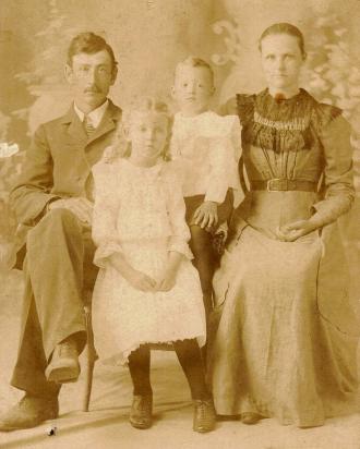 Jim Allmon Family - 1900 Aurora, Missouri
